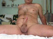 Amateur hairy bear jerking himself off